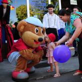 Mascotes fizeram a alegria das crianças - Crédito: Carioca Fotografia