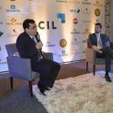Garcia e o presidente da ACIL interagiram com o público após a palestra - Priscila Rodrigues