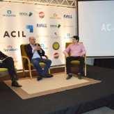 Lideranças da Acil e Tecnovates conduziram as perguntas do público ao palestrante - Crédito: Priscila Rodrigues
