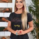 Nicole Delazzeri, 21 anos, de Lajeado, representa a DOT Versátil, a LD Importadora e Exportadora de Alimentos e Lisiê Costta - Crédito: Roberta Colombo