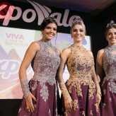 Traje oficial vestido pela rainha Paola Sionara Lagemann (c )e princesas Pietra Charão Toffani (e) e Ana Júlia Berté (d) - Crédito: Objetivo Fotografia