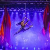 Espetáculo tem performances de acrobacia, dança, contorcionismo, técnicas aéreas, malabarismo e equilíbrio - Crédito: Jaqueline Anhaya Fotografia