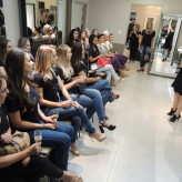 Anfitriã do evento, Josiani Luz apresentou novidades em maquiagem e cabelo - Crédito: Clarissa Jaeger