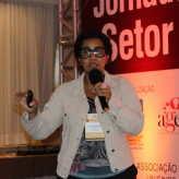 Renata Cristina Ramos explanou o trabalho realizado com as empresas na Unisinos - Crédito: Clarissa Jaeger